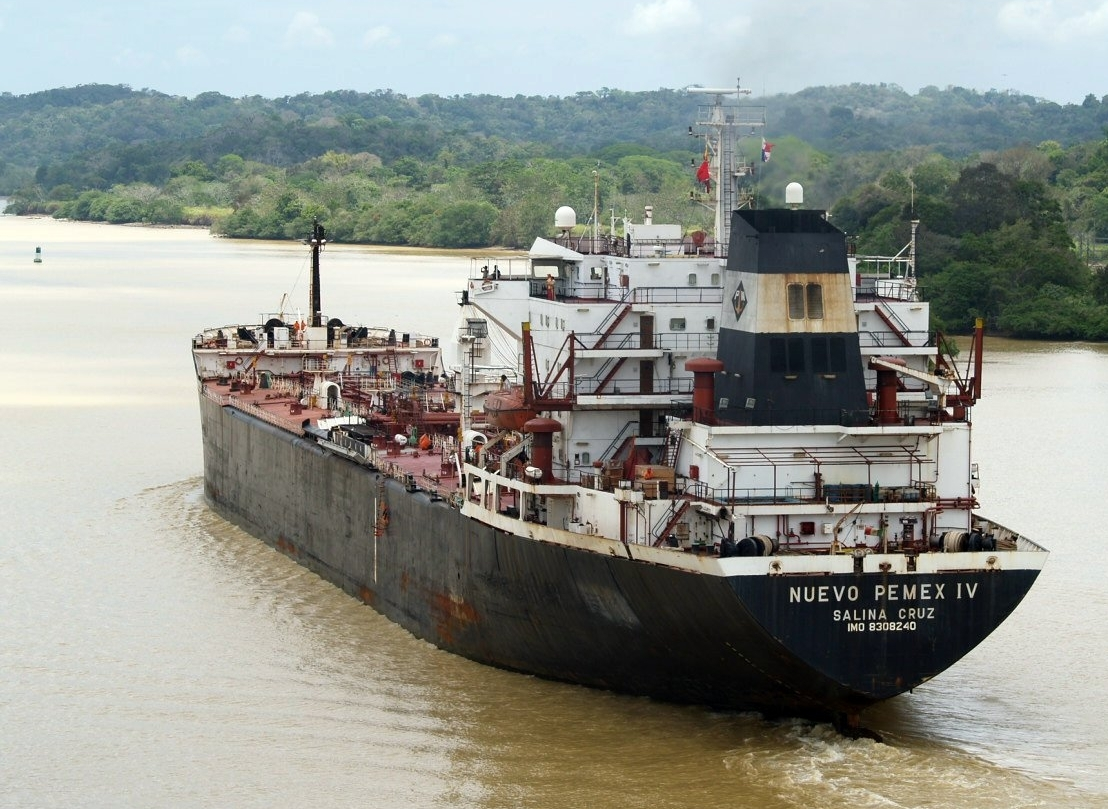 A picture showing a Cargo navigating through a Nicaraguan river